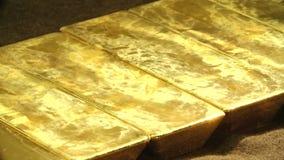 Kostbare passementovervloed van gouden rijkdom stock videobeelden