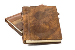 Kostbares Buch mit einem edlen Leder und einer hölzernen Bucht Stockfotografie