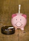 Kosten des Rauchens von Zigaretten Stockfoto