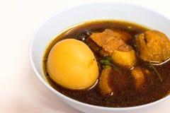 Kosten-op Thais voedsel is het menu Ei en Varkensvlees in Zoete Bruine Saus Royalty-vrije Stock Afbeelding