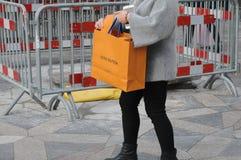 KOSTIUMER Z LLOUIS VUITTON torba na zakupy Zdjęcia Royalty Free