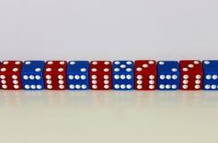 Kostka do gry gemowej sztuki przypadkowy czerwony błękit Obrazy Stock