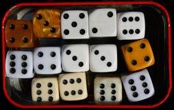 Kostka do gry gra uprawia hazard sześć szczęsliwych liczb szczęść zdjęcia royalty free