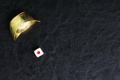 Kostka do gry i Chiński złoto Fotografia Royalty Free