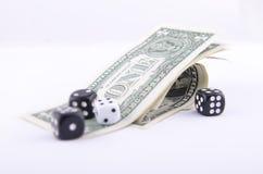 KOSTKA DO GRY I ONE-DOLLAR rachunki Zdjęcie Stock