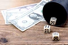 Kostka do gry i uprawiać hazard fotografia royalty free
