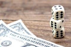 Kostka do gry i uprawiać hazard zdjęcie royalty free