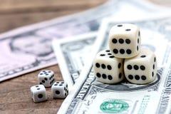 Kostka do gry i uprawiać hazard fotografia stock