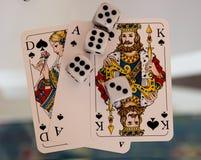 Kostka do gry, monety i karta do gry, Fotografia Royalty Free