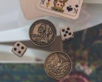 Kostka do gry, monety i karta do gry, Zdjęcie Royalty Free