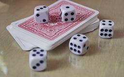 Kostka do gry, monety i karta do gry, Zdjęcia Stock