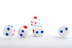 Kostka do gry na bielu Obrazy Stock