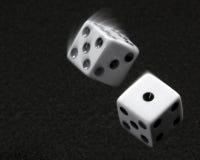 kostka do gry podrzucający obrazy royalty free