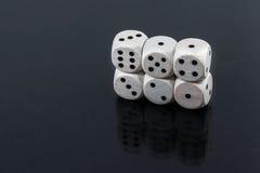 Kostka do gry prosto: jeden, dwa, trzy, cztery, pięć na czarnym tle Fotografia Royalty Free