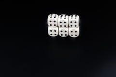 Kostka do gry sześć cztery na czarnym tle Zdjęcie Stock