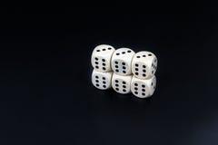 Kostka do gry sześć pionowo sixes na czarnym tle Fotografia Stock