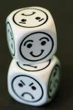 Kostka do gry z opposite smutnymi i szczęśliwymi emoticon stronami Fotografia Royalty Free
