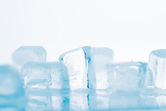 Kostka lodu na biały tle Obraz Stock