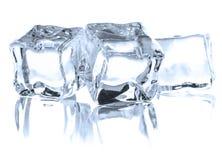 Kostka lodu odizolowywająca na białej tło wycinance fotografia stock