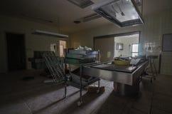 kostnica w starym zaniechanym szpitalu fotografia stock