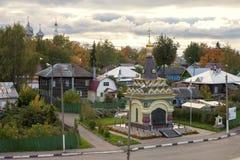 Kostroma镇,俄罗斯看法,从伏尔加河 Kostroma是在伏尔加河位于的一个普遍的旅游镇,一个镇从 库存照片