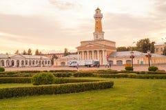KOSTROMA, edificio cercano cuadrado de RUSIA Susaninskaya de la torre de fuego, Kostroma Imágenes de archivo libres de regalías
