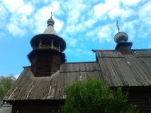 Kostroma Ryssland träkyrka fotografering för bildbyråer