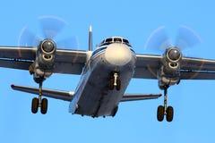 Kostroma Wietrzy przedsięwzięcia Antonov An-26B-100 RA-26081 lądowanie przy S Obrazy Stock