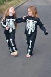 Kostumerende skeletten Royalty-vrije Stock Afbeeldingen