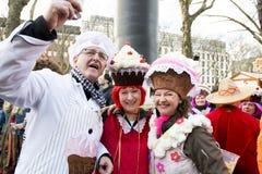 Kostymerade muffin, Mardi Gras Dusseldorf royaltyfri fotografi