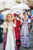 Kostymerade underhållare på gatorna av Varazdin Royaltyfri Foto