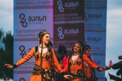Kostymerar iklädda traditionella folk för folk dans under celebretionen Fotografering för Bildbyråer