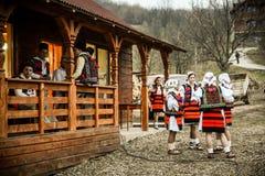 kostymerar traditionellt Arkivfoton