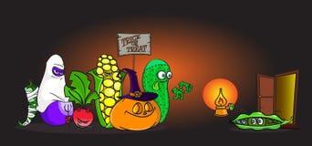 Kostymerar vid liv grönsaker för tecknad film i halloween trick-eller-behandling framme av förskräckta små ärtor Royaltyfria Foton