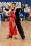 Kosyakov Egor y Navoychik Anna Perform Adult Latin-American Program en campeonato nacional Fotografía de archivo