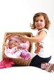 kosz bawić się siostry target2122_0_ dwa Zdjęcia Stock