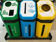 Kosz dla can&plastic butelka papieru inny zdjęcia royalty free