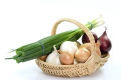 kosz mieszane cebuli zdjęcie stock