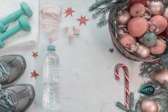 Kosz owoc, cukierków stojaki przeciw i Fotografia Stock
