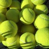 Kosz tenisowe piłki Zdjęcia Royalty Free