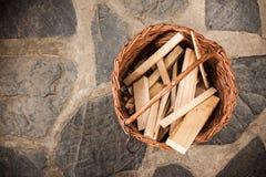 Kosz z drewnianymi deskami Obrazy Stock