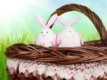 Kosz z jajkami w postaci królika Obrazy Stock
