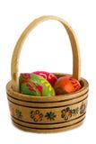 Kosz z Wielkanocnymi jajkami. Zdjęcia Royalty Free