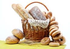 kosza świeży chlebowy w pełni Obrazy Royalty Free