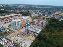 KOSZALIŃSKI podczas construc, POLSKA widok z lotu ptaka na Koszalińskiej ` s miasta nieruchomości Unia Europejska z nowym ogólnos obraz stock