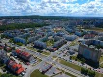 Koszalin-Medium-Politurstadt, blockieren flache Häuser, hohes desnsity, Straßen, Vogelperspektive Lizenzfreie Stockfotos