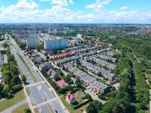 Koszalin-Medium-Politurstadt, blockieren flache Häuser, hohes desnsity, Straßen, Vogelperspektive Stockfotografie