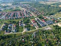 KOSZALIN, POLONIA - 1° agosto 2018 - vista aerea sulla proprietà Unia Europejska della città del ` s di Koszalin con i giardini e immagini stock libere da diritti