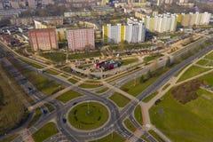 KOSZALIN, POLONIA - 30 MARZO 2019 - vista aerea sulla città Koszalin, area della rotonda di Jeza, ristorante di KFC immagine stock libera da diritti