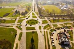 KOSZALIN, POLONIA - 30 MARZO 2019 - vista aerea sulla città Koszalin, area della rotonda di Jeza, ristorante di KFC, stadio di Gw immagini stock